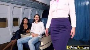 Sex in avion cu cea mai draguta insotitoare de zbor