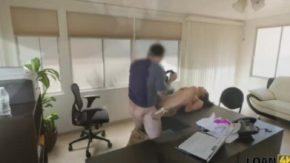Fime pono in biroul unui boss si cand o fute pe o angajata