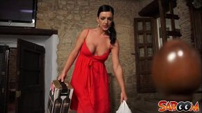 Escorta cu rochie rosie vrea sa te seduca