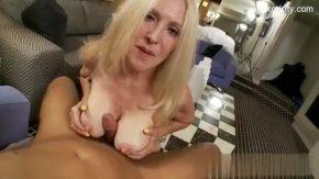 Doamna profesoara filmata in hotel cu sperma pe toata fata