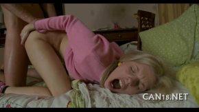 Blonda draguta vrea mult sex in pasarica