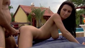 Este bucuroasa ca vecinii o vor vedea cand face sex anal