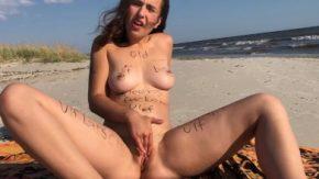 Se afla pe plaja virgina unde te astepta gata de tavaleala