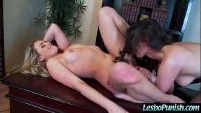 Doua lesbiene se simt bine cand se ling